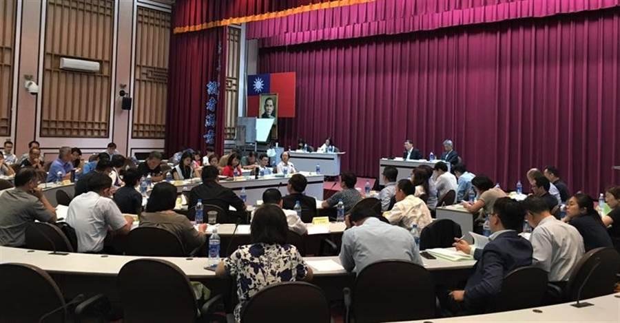 勞動部召開「民用航空運輸業爭議行為議題座談會」,與會代表踴躍發言。(圖/勞動部提供)
