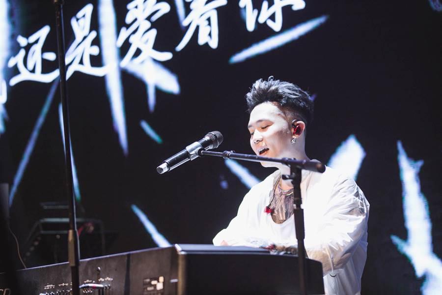蕭秉治近日巡迴《凡人MORTAL》演唱會。(相信音樂提供)