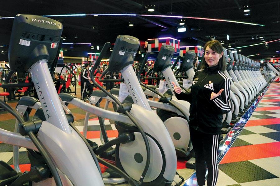 World Gym台中黎明店擺設的電動跑步機,採用喬山旗下Matrix品牌電動跑步機。圖/劉朱松