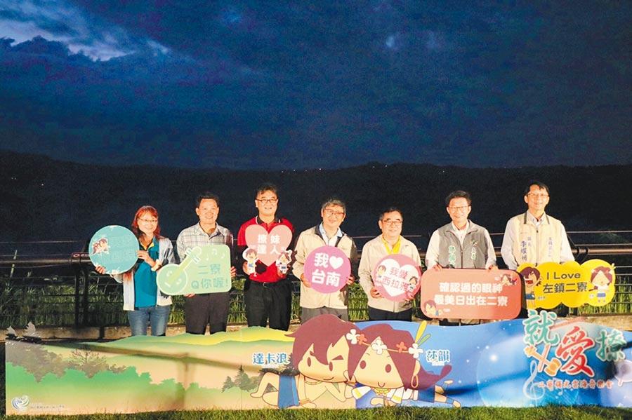 西拉雅風景區管理處即日起至9月中連續8個周末舉辦活動,遊客賞日出、雲海還能聽音樂會。(莊曜聰攝)