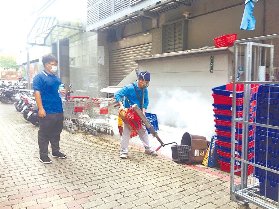 台南市本土登革熱疫情仍很嚴峻。(曹婷婷攝)