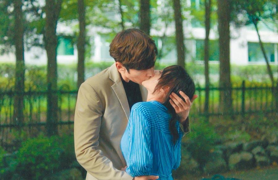 《馬成的喜悅》男女主角崔振赫(左)、宋昰昀的「最萌身高差」,增加拍吻戲難度。