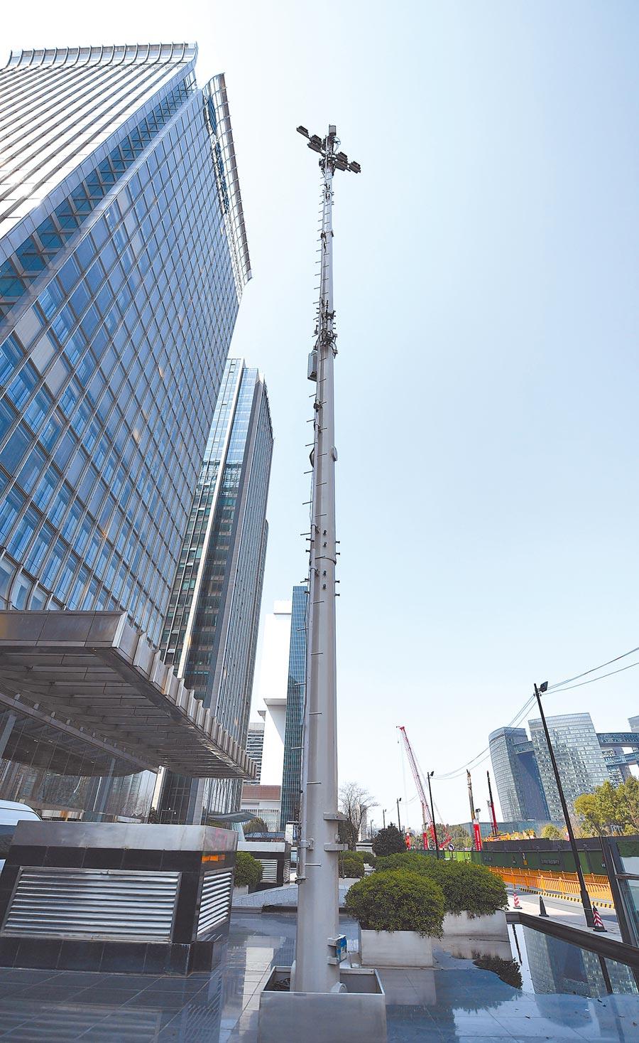 杭州市區街頭的5G商用網路基地台。(中新社資料照片)