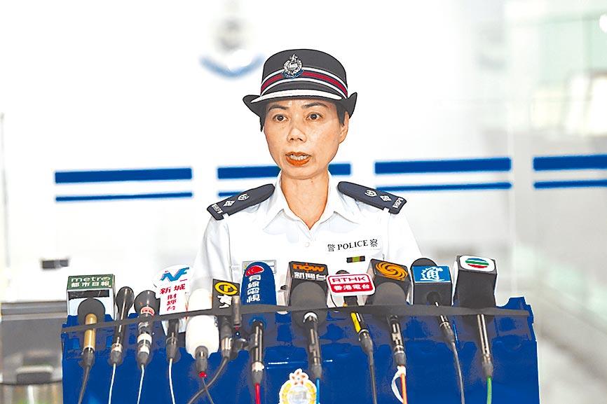 7月28日下午,香港警方公共關係科高級警司余鎧均與傳媒見面,呼籲參與者切勿作出違法行為。(中新社)