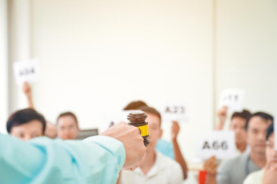 武漢舉辦公務員上繳禮物和涉案物品拍賣會。圖為示意圖。(CFP)禁止酒駕‧飲酒過量有害健康