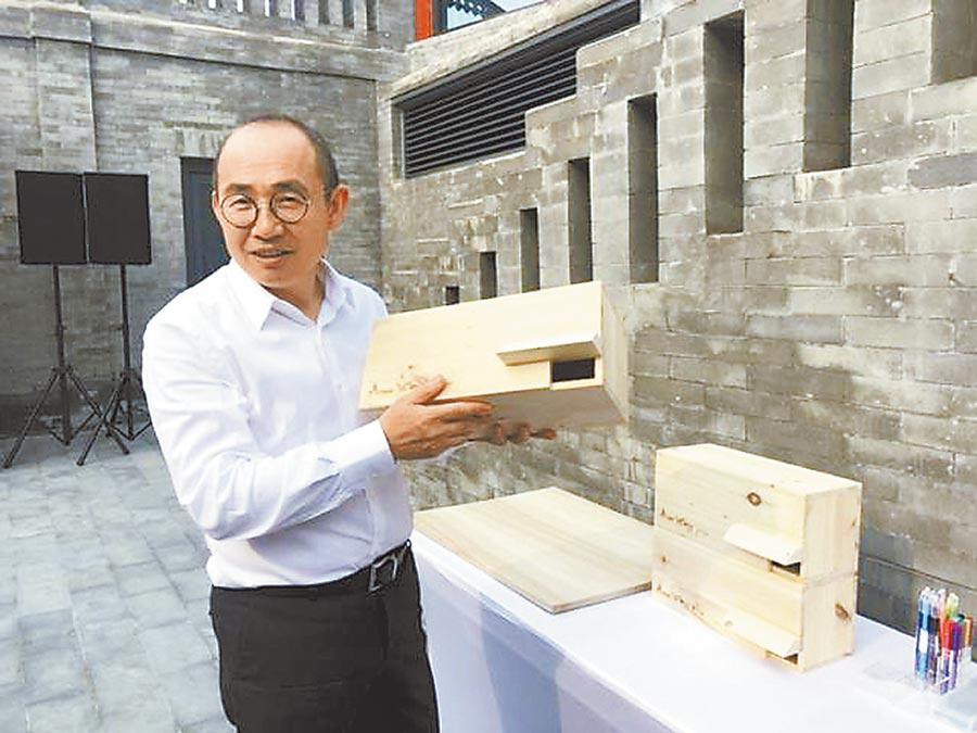 潘石屹展示北京雨燕「專屬的家」。(趙瑩瑩攝)