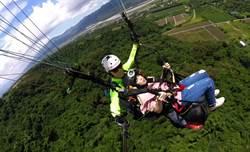 離開地球表面 盲人體驗飛行傘