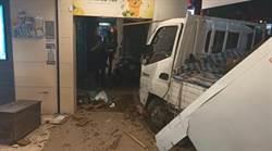頭份小貨車離奇衝撞店家 釀瓦斯外洩