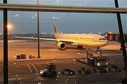 上海飛北京18小時 最慘航班爆1.42億點閱量