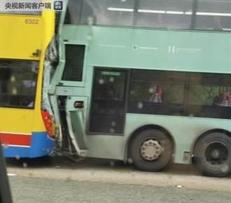 香港新界大欖隧道外 兩輛巴士相撞77人受傷