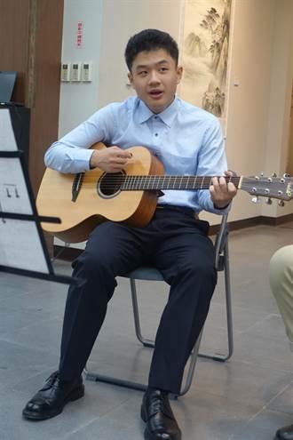 自閉兒賴翔緯升讀高中音樂班   正心師生一起開音樂會