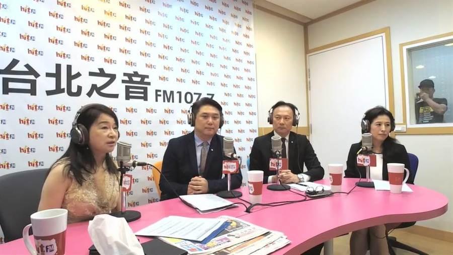 周玉蔻在廣播節目上專訪3名華航主管揭露此次專機出訪的秘辛。(圖擷取自《周玉蔻嗆新聞》臉書)