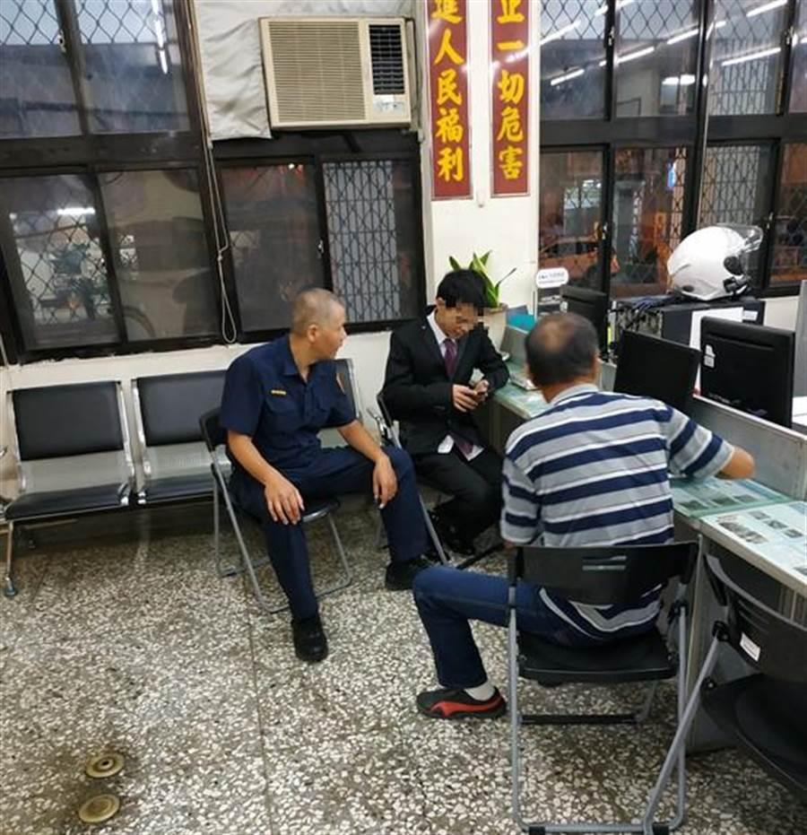 员警将罗男带回派出所,并联系其父到台中,在员警居中协调后,父子俩终在父亲节前夕和解。