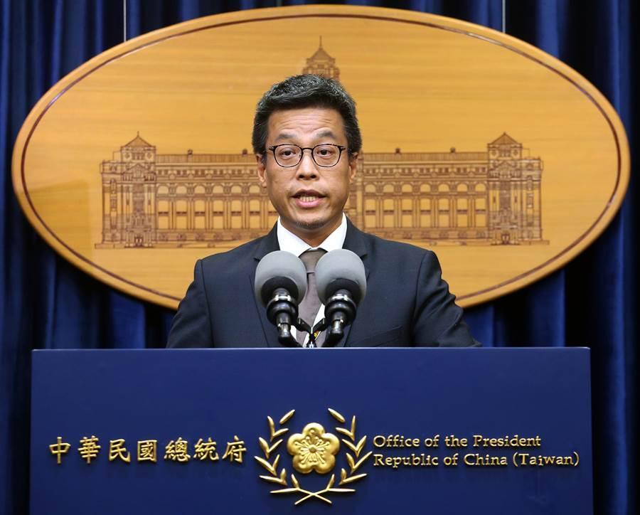 總統府發言人黃重諺表示,共有90人購買私菸9786條,總統府和國安會並無查到有政務人員涉入。(圖/范揚光 攝)