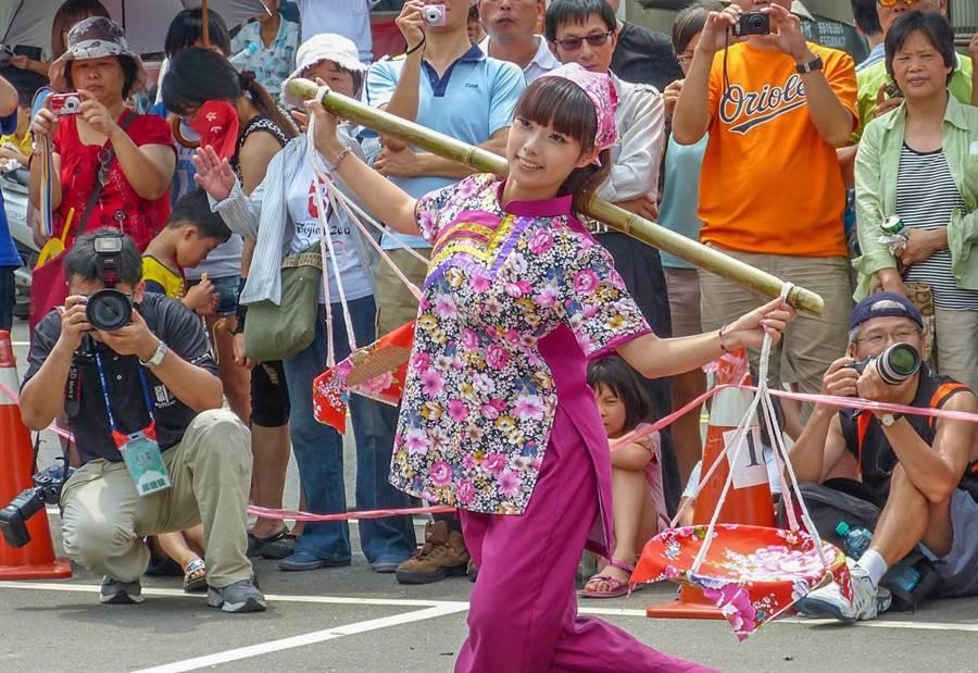 義民文化祭每年都吸引攝影愛好者拍照,今年首辦全國攝影比賽。(羅浚濱攝)