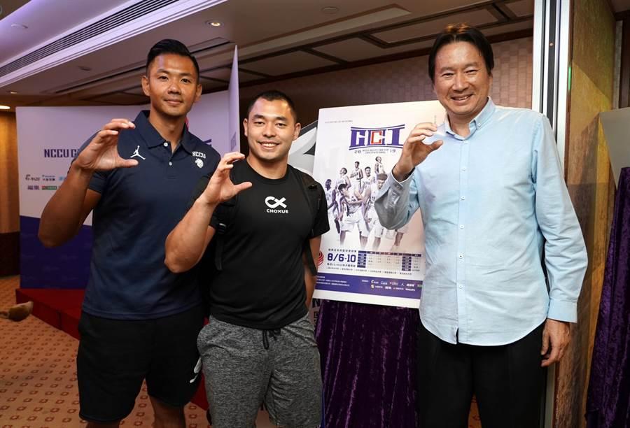 今年瓊斯盃中華籃領隊陳建州(左)盼望國內籃壇有更好發展。(政大雄鷹會提供)