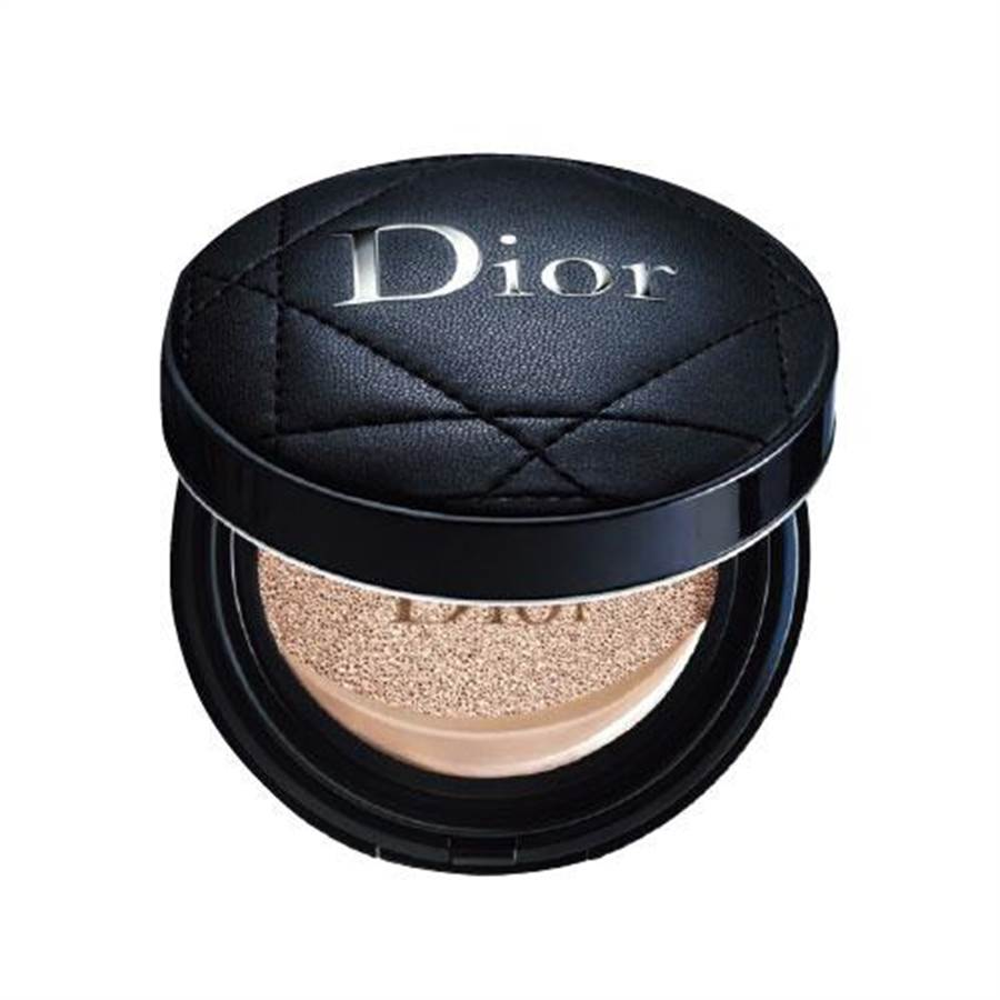 新光三越台北南西店Dior全新迪奧超完美柔霧光氣墊粉餅,2100元。(新光三越提供)