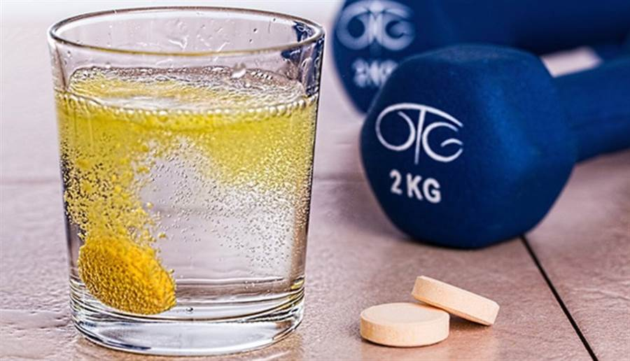 吃維他命C可幫助其他營養素鈣與鐵的代謝。(圖片來源:pixabay)