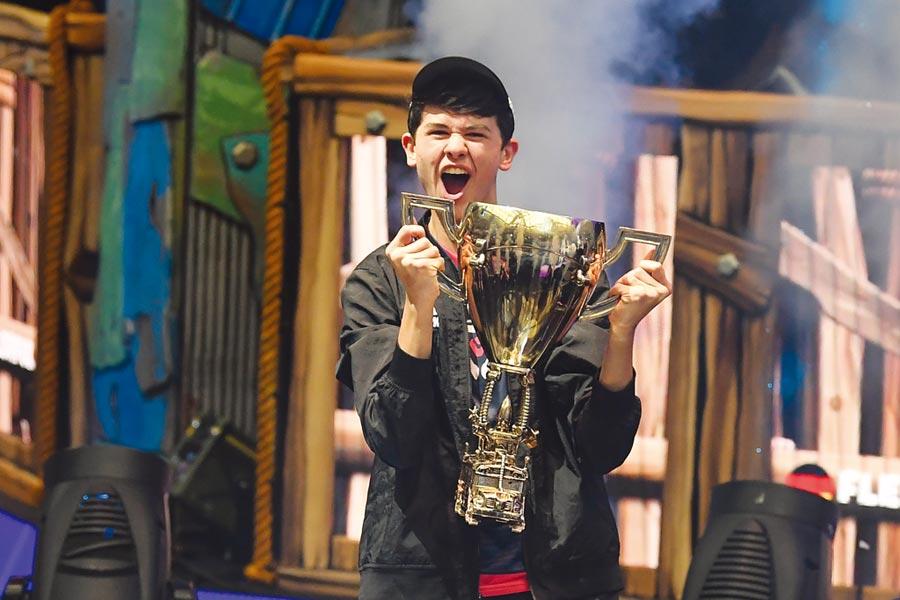 16歲少年吉爾斯多夫從3歲開始玩電玩,平均每天玩8到10小時。圖/路透