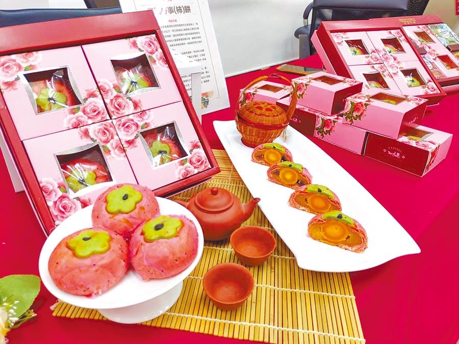 台南購物節的「全國嫁妝餅創意競賽」今年邁入第4屆,今年度的競賽主題是「台南味」,得獎作品有機會成為市府致贈貴賓的伴手禮,也將與飯店、婚紗業者合作推出新人優惠方案。(莊曜聰攝)