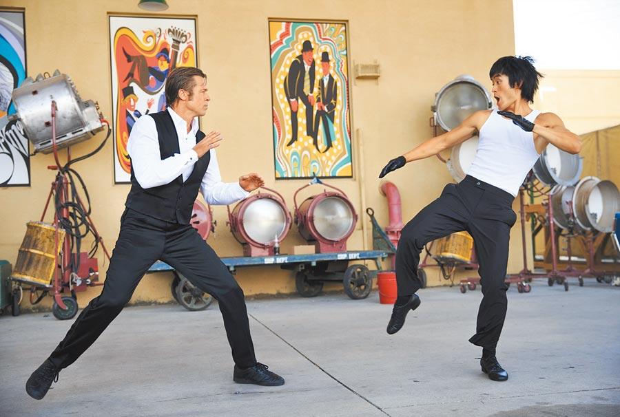 小布(左)和飾演李小龍的邁克在片中有精采武打戲。