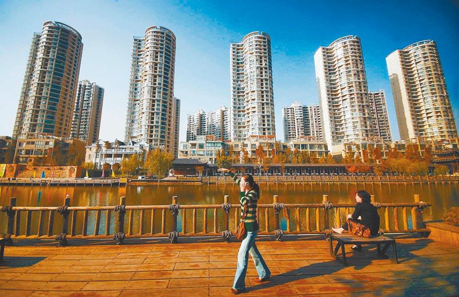 陸擬訂土增稅法,強制房地產納稅。圖為南京一處樓盤。(中新社資料照片)