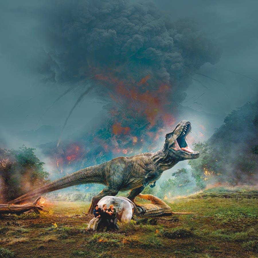 電影《侏羅紀世界2》霸氣的霸王龍。(取自豆瓣電影)