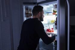 整理亡母冰箱見嬰屍 男驚呼:我姊