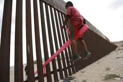 反川普  「粉紅蹺蹺板」跨越美墨高牆獲好評