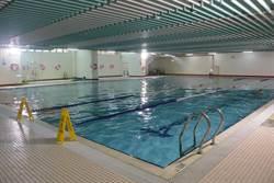 銅鑼國小游泳池自營 暑假學生、軍公教半價超優惠