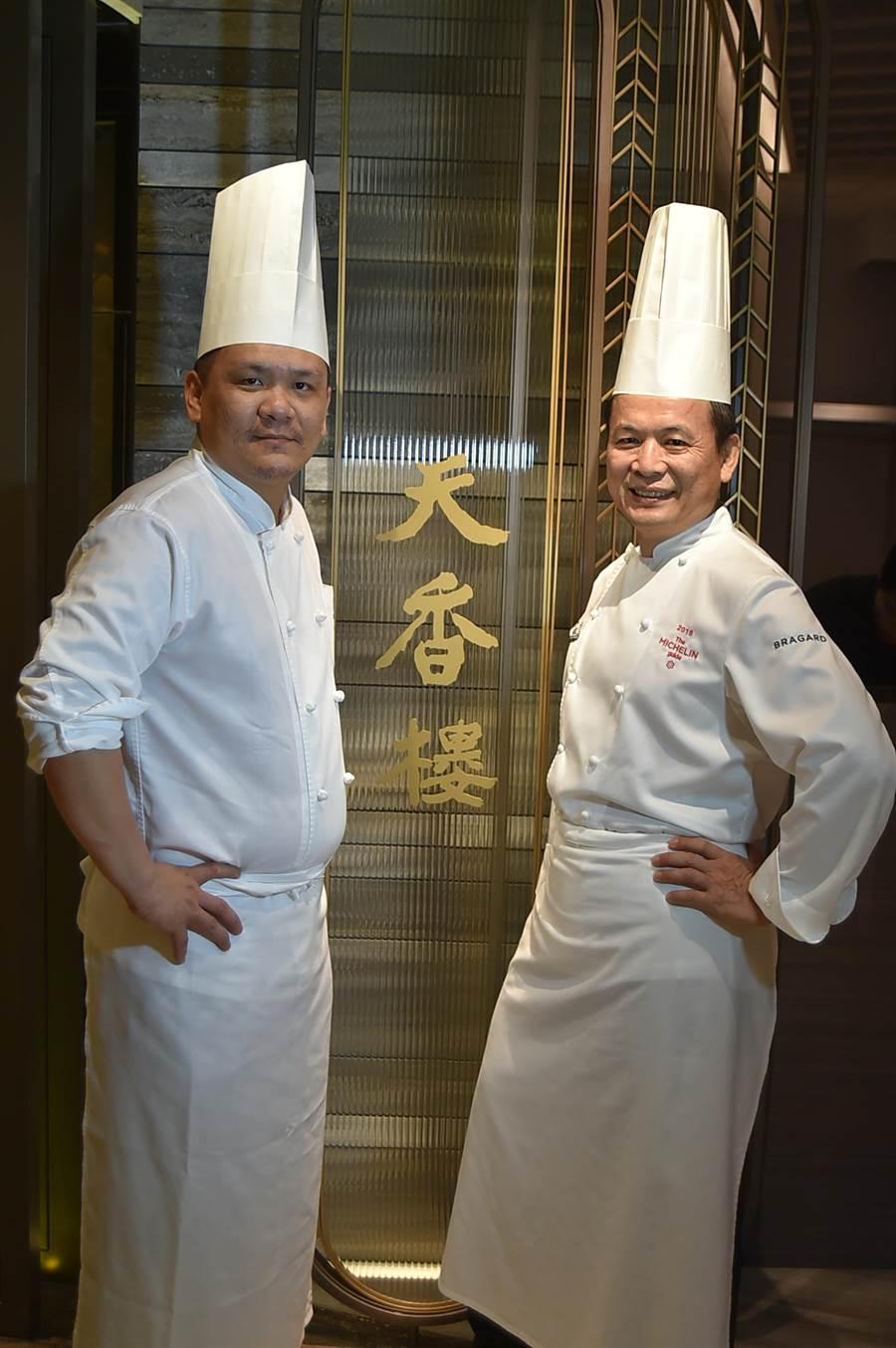 〈天香樓〉配合硬體改裝升級推出全新高檔套餐,並由西餐主廚廖偉立(左)協助〈天香樓〉主廚楊光宗以西餐盤飾技巧設計菜餚。(圖/姚舜)