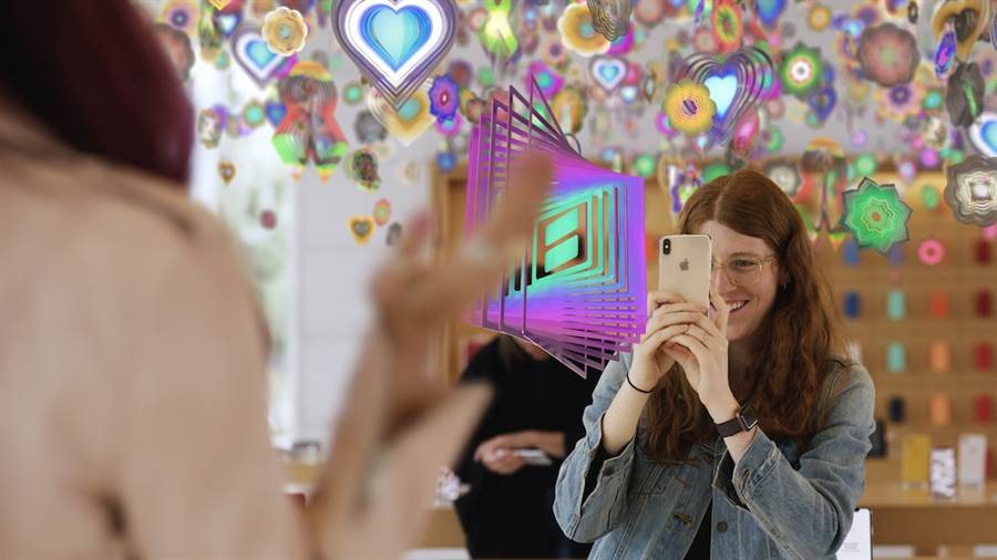 全球每家 Apple 直營店均有機會體驗 Nick Cave 的互動裝置《Amass》。(圖/翻攝蘋果官網)