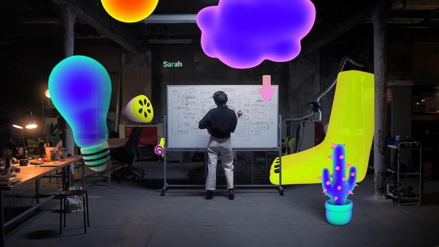 紐約藝術家暨教育家 Sarah Rothberg 與蘋果合作,教導 Today at Apple 參與者如何使用 Swift Playgrounds 創造自己的 AR 體驗。(圖/翻攝蘋果官網)