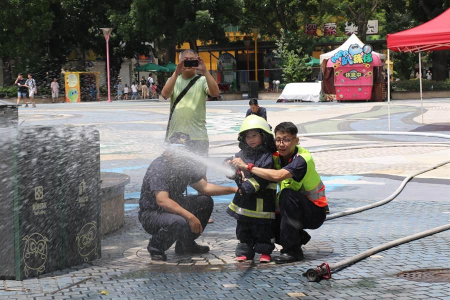 小小警察、消防還有國軍活動完全免費。(陳淑娥翻攝)
