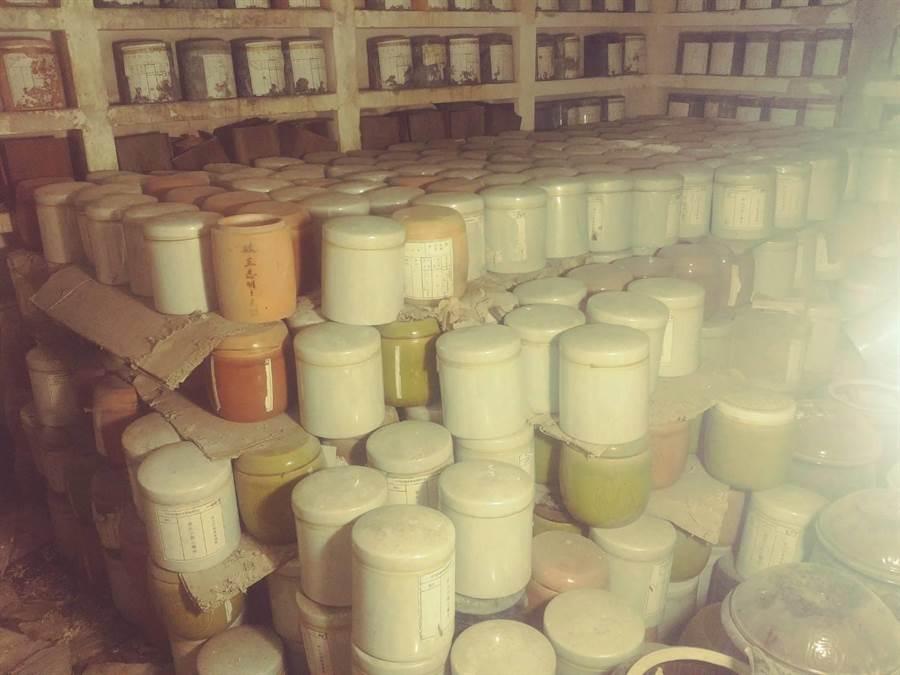 台南市忠靈塔清查全數骨灰(骸)罐共2837個,包含有名69個、無名2768個。(台南市政府提供)