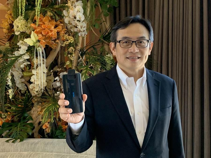 華碩ROG Phone II原預定8/1上市,華碩全球副總裁林宗樑證實,正式出貨時間確定落在八月下旬,挑戰消費者的耐心。(圖/黃慧雯攝)