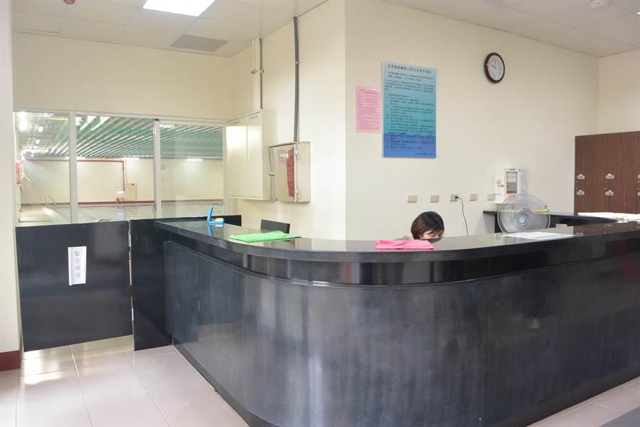 銅鑼國小溫水游泳池順利於7月中旬由校方自行營運,即日起對外開放。(巫靜婷攝)