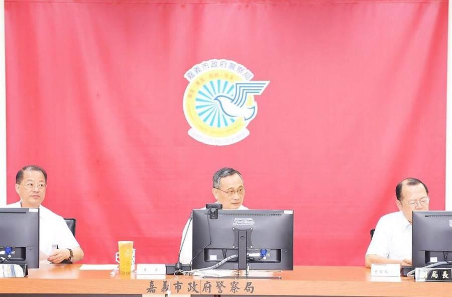 警政署長陳家欽(中)到嘉義市警察局布署2020大選查賄,強調嚴打假訊息。(嘉義市警察局提供)