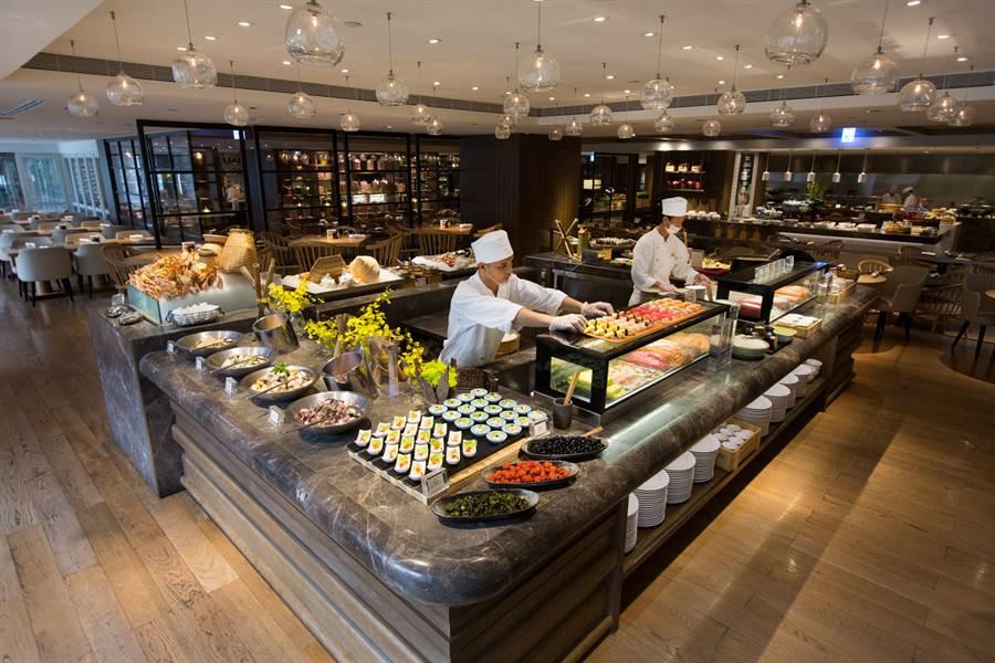 「凱菲屋」由50餘位專精各國風味菜餚師傅,新鮮呈現上百道精緻美饌給各路饕家。〈君悅酒店提供〉