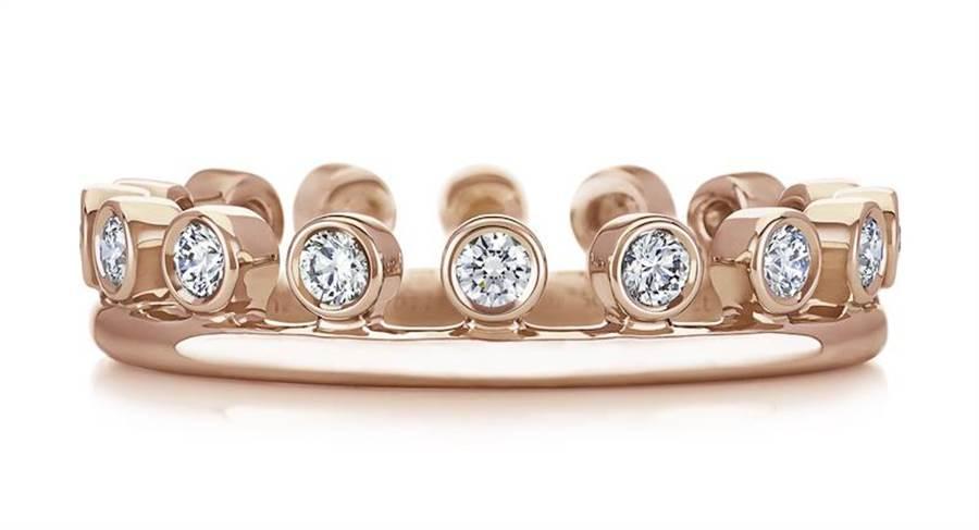 De Beers Dewdrop 18K玫瑰金單行鑽石戒環,7萬3000元。(De Beers提供)