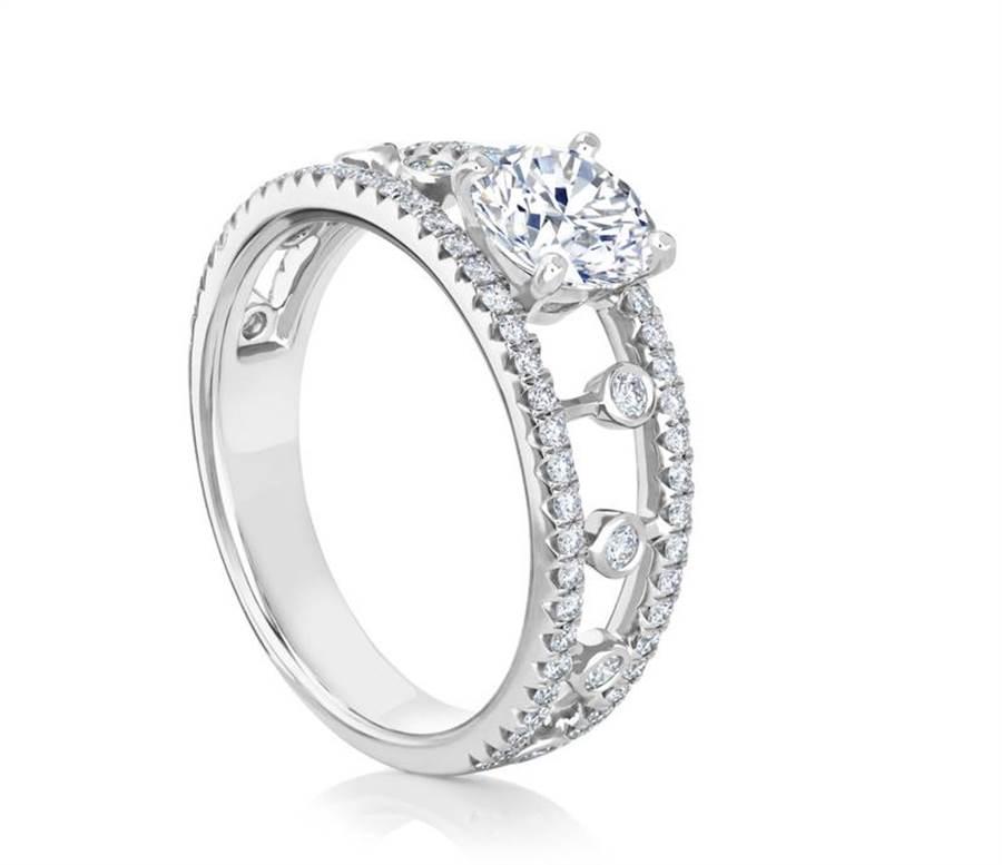 De Beers Dewdrop鉑金單鑽戒指,主鑽1克拉起69萬元起。(De Beers提供)