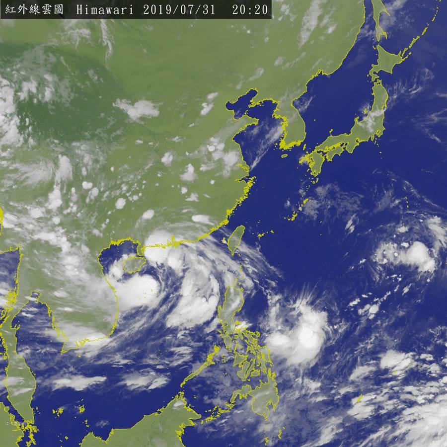 明天南方水氣北移,東部、東南部及恆春半島有局部短暫陣雨或雷雨。此為衛星雲圖。(圖擷自氣象局)