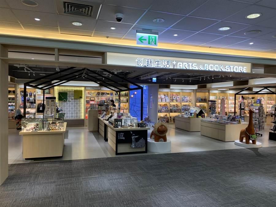 機場內除了免稅店還有文創品跟書店。(圖/台北航站)