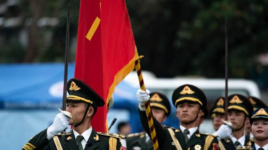 解放軍駐港部隊釋出一部3分鐘的宣傳片,展現解放軍的精良的武器裝備和訓練。