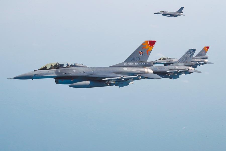 蔡英文總統出訪友邦,F-16戰機護航。(中央社)