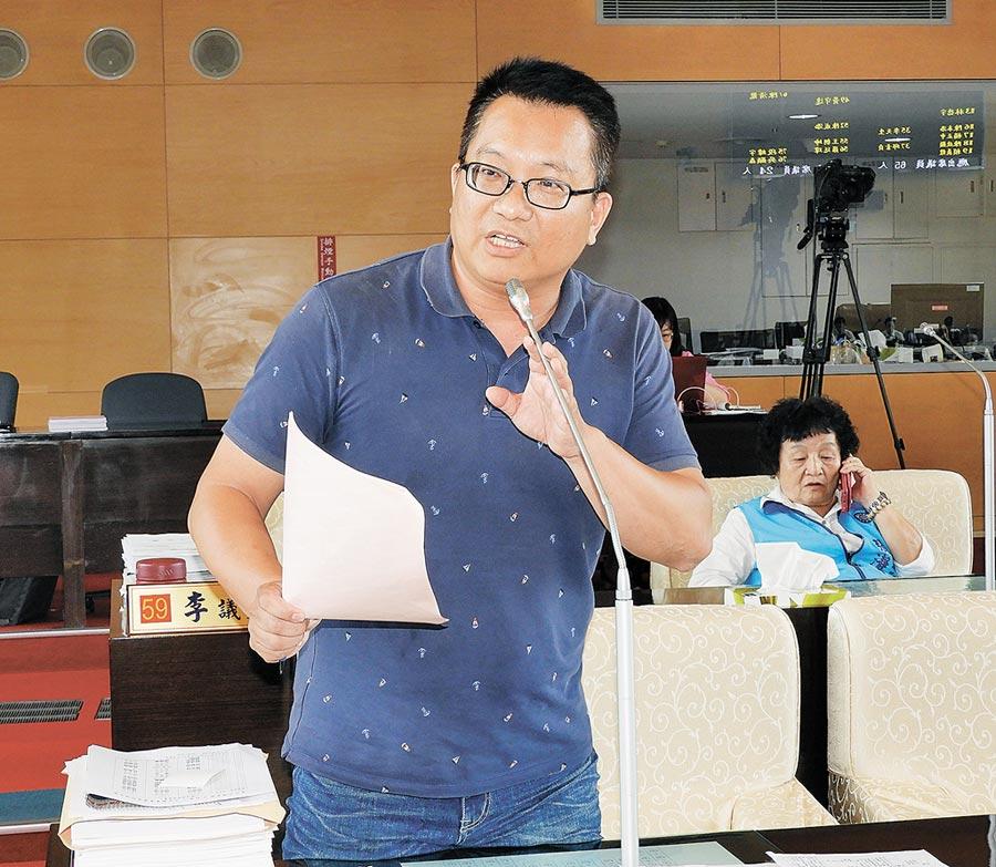 台中市議員陳文政30日建議「中清文心站」以「天津商圈」命名。(陳世宗攝)