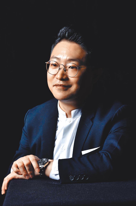 羅申駿創辦的JL DESIGN曾4度為金曲獎設計典禮視覺。