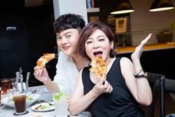 許富凱招待粉絲吃飯 王彩樺驚喜現身幫兒子加菜