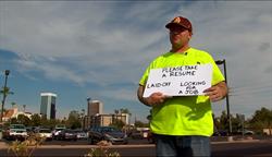 失業男站路邊發履歷 獲近百工作機會