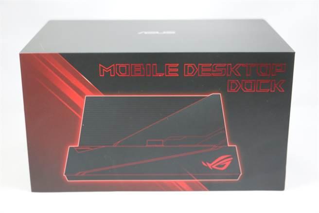 ROG Phone II配件:桌上型遊戲基座。也可與第一代手機搭配。(圖/黃慧雯攝)